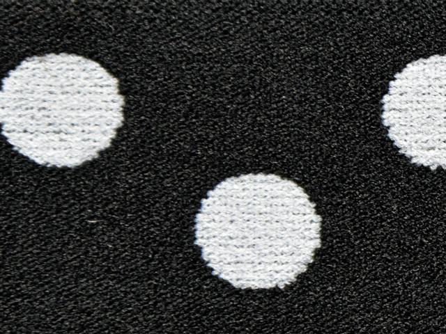 2) Svart/vita prickor