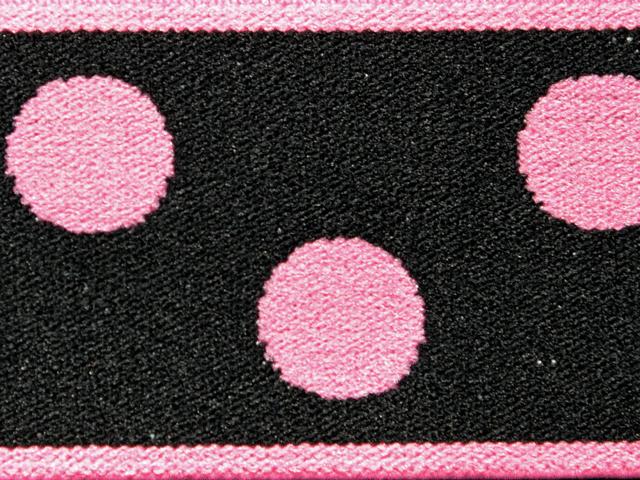 5) Svart/rosa prickor